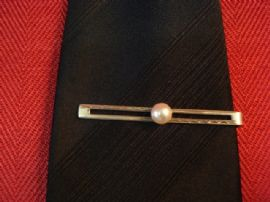 VINTAGE STERLING SILVER AND CULTURED PEARL TIE CLIP (SOLD)